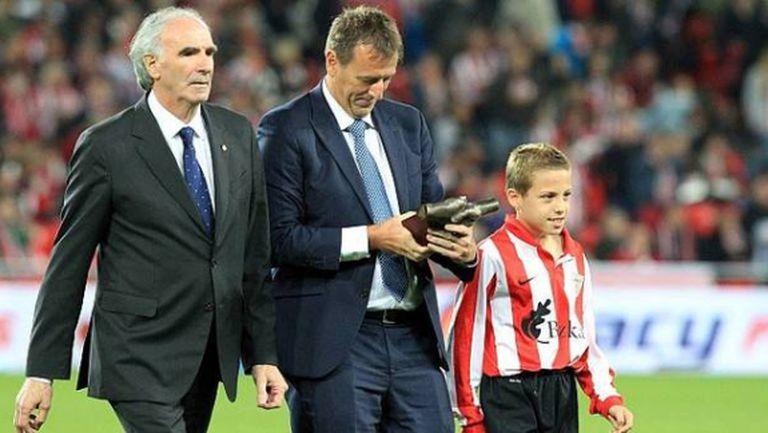 """Атлетик Билбао връчи първата си награда за клубна вярност """"One Club Player"""""""