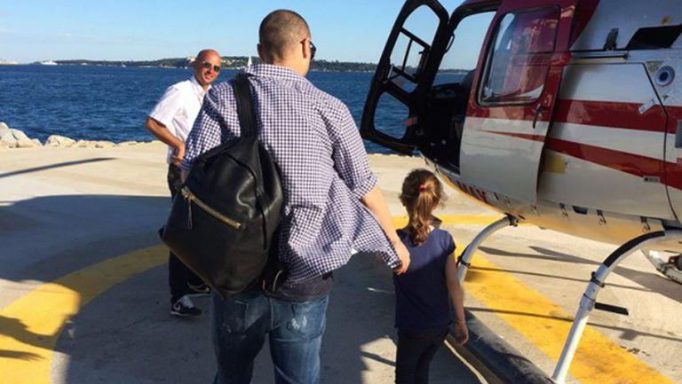 Бербо качи щерката на хеликоптер