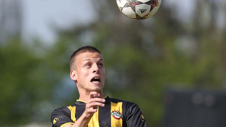 """Пътят пред Ботев е в налагането на млади футболисти, уверен е треньорът на """"канарчетата"""""""
