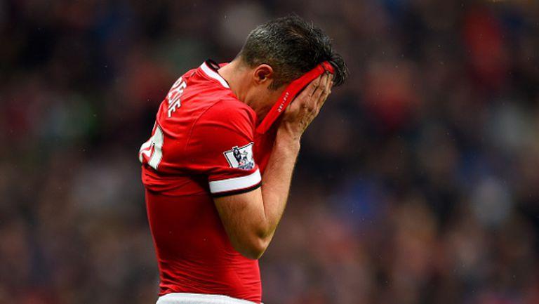 След пропуска срещу УБА Ван Перси вече няма да бие дузпите в Юнайтед