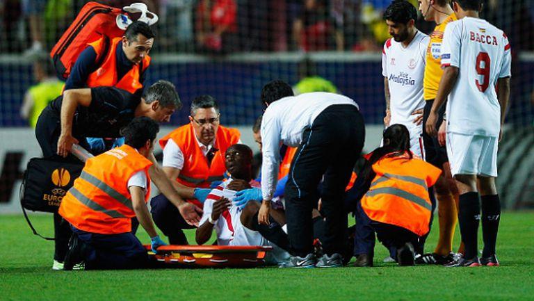 Играч на Севиля в болница след 3:0 срещу Фиорентина