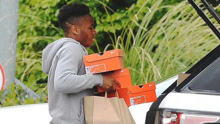 Момчето си отива: Стърлинг няма да подпише с Ливърпул и за 900 000 на седмица