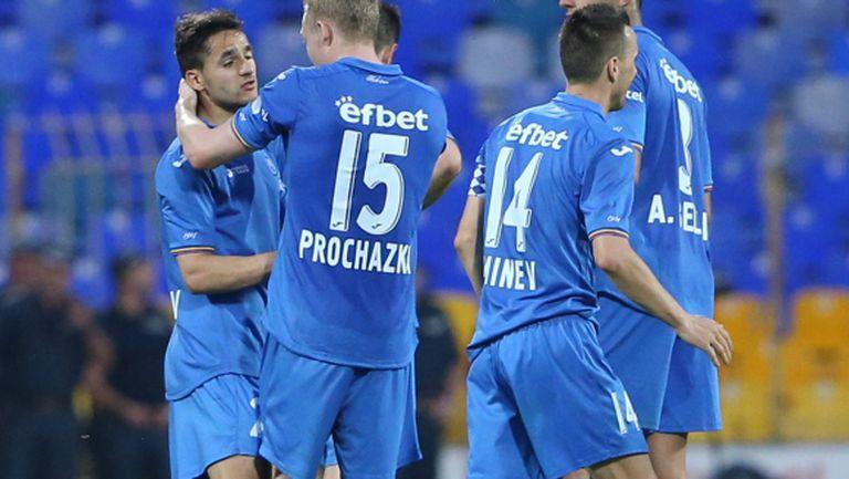 Левски вдига трима контузени футболисти за финала с Черно море