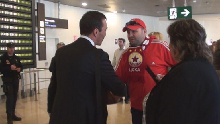 Колоритен фен на ЦСКА посрещна Лудогорец в Испания - прогнозира, че орлите ще бият с 4:0 (видео+снимка)