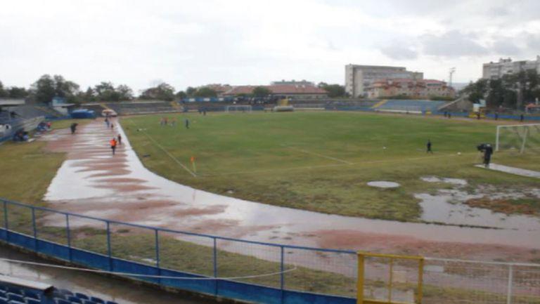 Вижте в какви условия се играе Спартак (Вн) - Левски