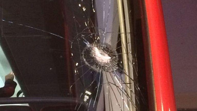 Баски фенове счупиха стъкло на автобуса на Севиля (снимка)