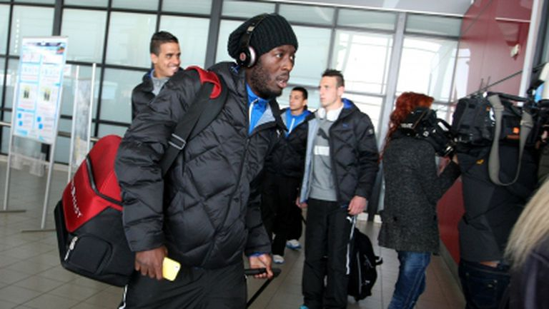Левски пътува със самолет за Варна