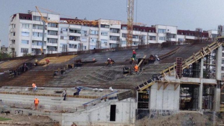 Пропадна трибуна на новия стадион на Ботев (снимки)