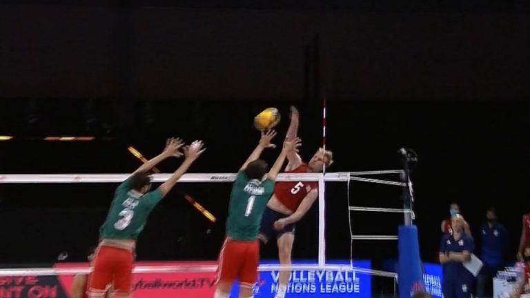 Отново загуба без спечелен гейм за волейболистите ни