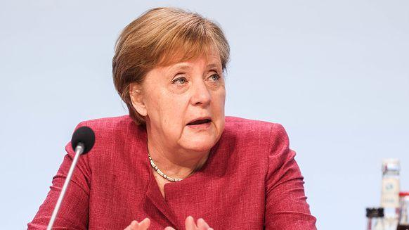 Меркел призова УЕФА да подходи отговорно за броя зрители за финалната фаза на Евро 2020