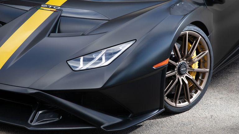 Lamborghini Huracan STO получи своите специални гуми