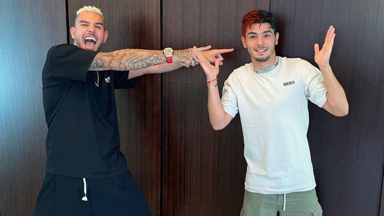 Още един играч на Милан боядиса косата си в клубните цветове