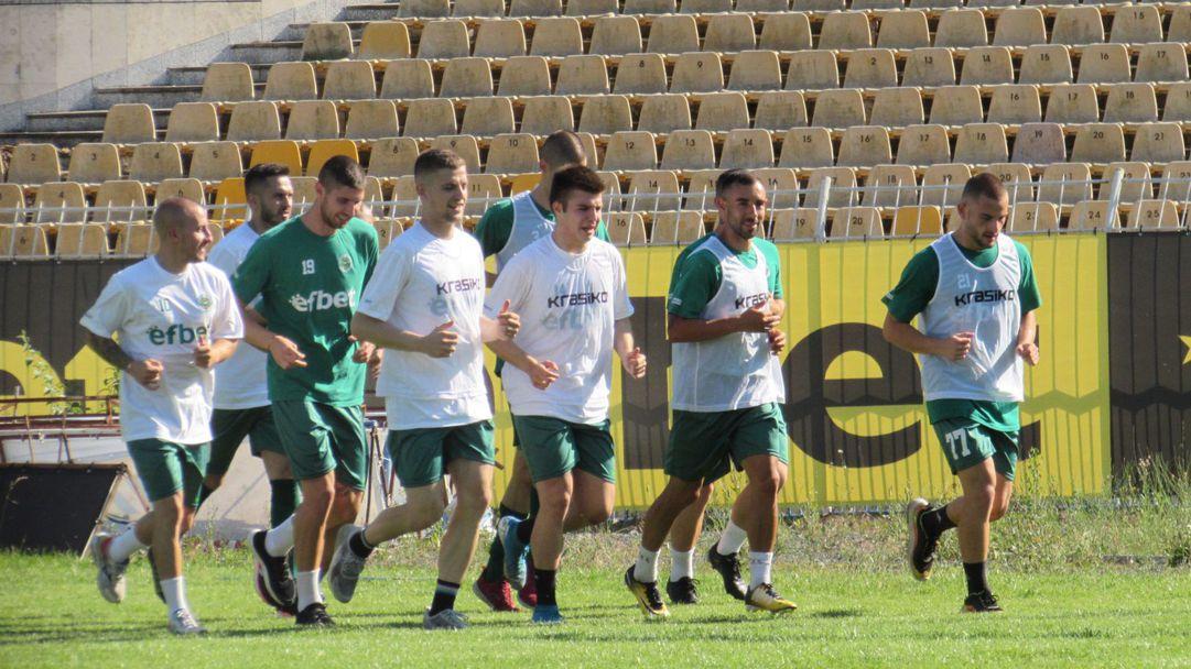 Нафтата представя отбора утре, пусна билети за мача със Спартак (Варна)