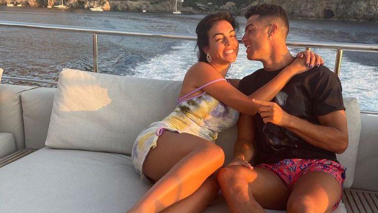 Кристиано подлуди Инстаграм с послание към Джорджина