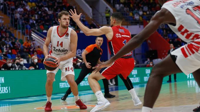Везенков и Олимпиакос с грешна стъпка срещу ЦСКА (Москва)
