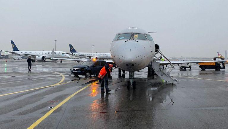 Самолетът на Кайрат се сблъска с автомобил