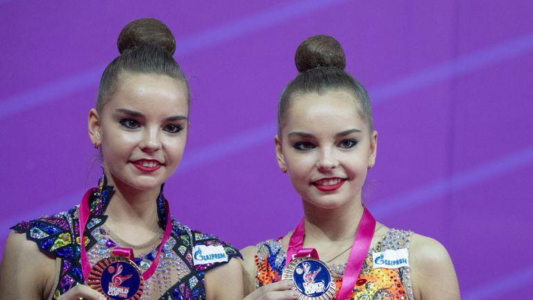 Арина и Дина Аверини с нов треньор на Световното
