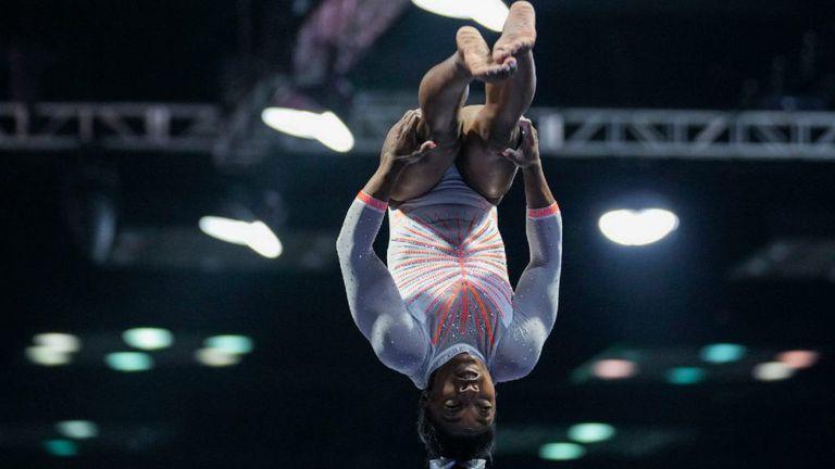 Симон Байлс се завърна в спортната гимнастика с победа на турнир в САЩ