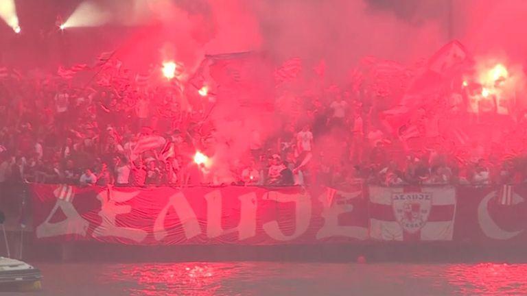 Феновете на Цървена звезда подлудиха Белград с празненствата за титлата