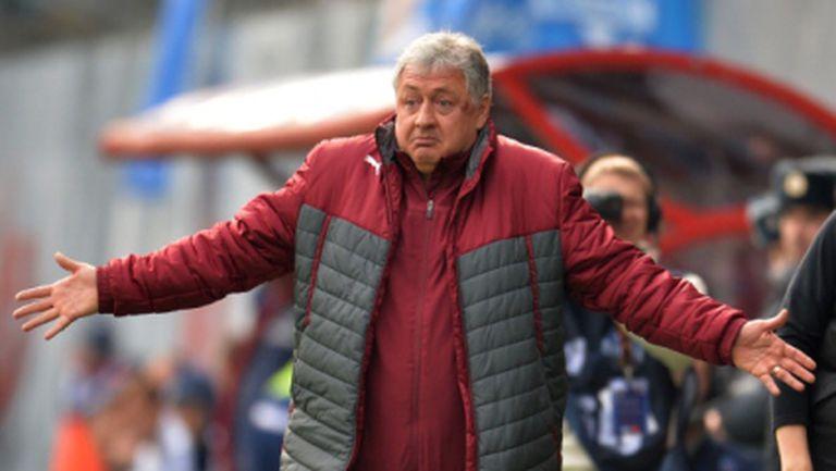 Уволниха треньора на Рубин по мейла