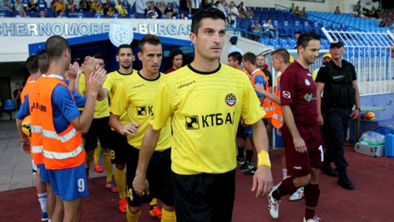Три от звездите на Ботев остават - някои играчи не приемат намалените заплати
