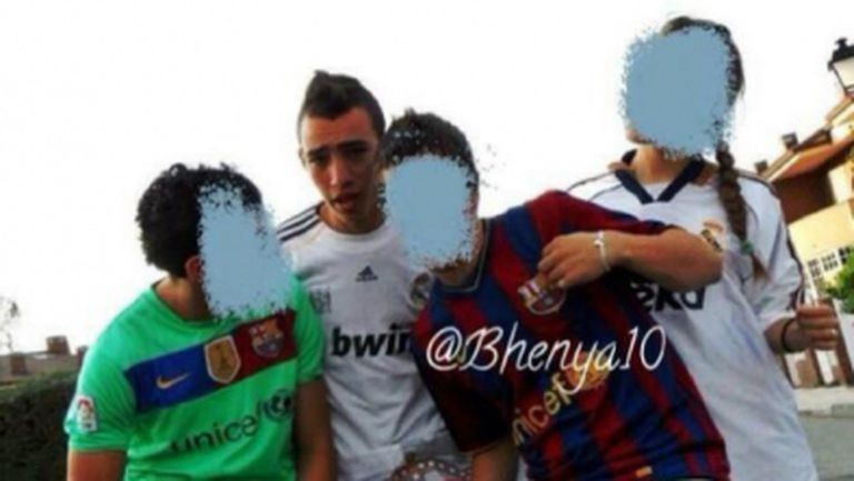 Мунир Ел Хадади с фланелка на Реал Мадрид