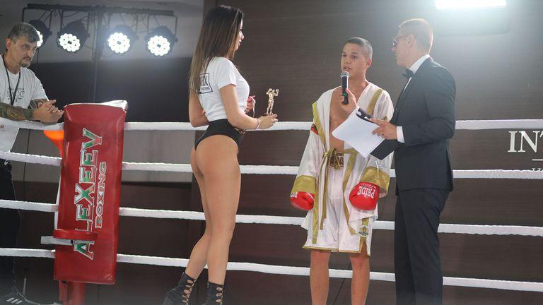 Тинко Банабаков с победа в дебюта си на профи ринга