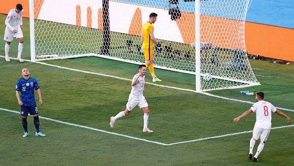 Пабло Сарабия отбеляза трето попадение, с което ознаменува силната игра на Испания