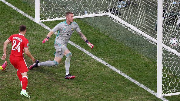 Бивш ас на Лудогорец изпрати топката в мрежата на Швеция, но голът не бе зачетен заради засада