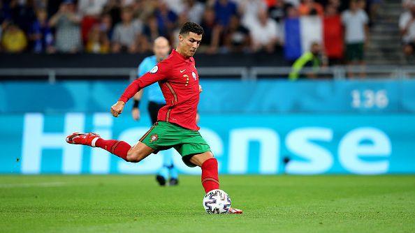 Кристиано Роналдо върна равенството в мача след нова дузпа в полза на Португалия