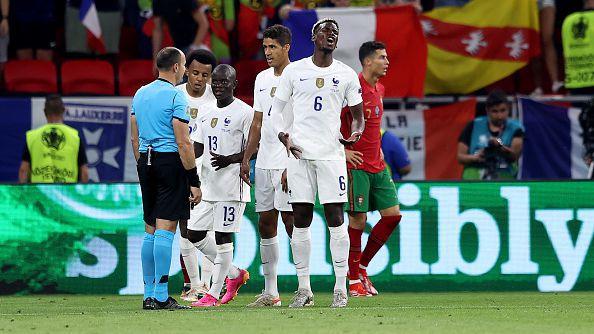 Удар на Погба предизвика намеса на Руи Патрисио и топката се отби от гредата