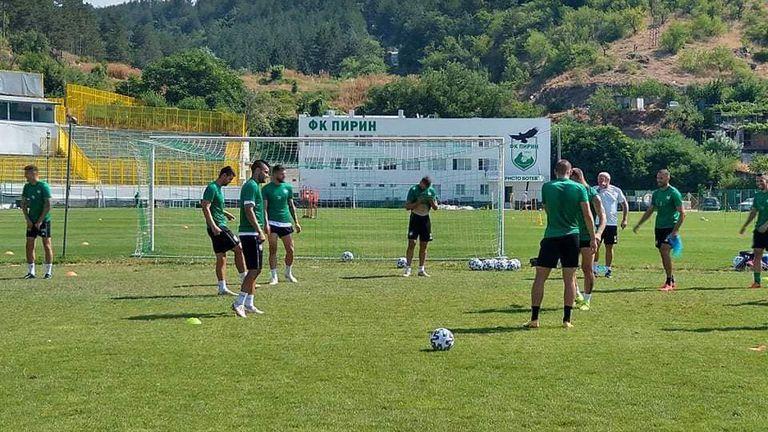 Футболистите на Пирин (Благоевград) заминаха за Пловдив