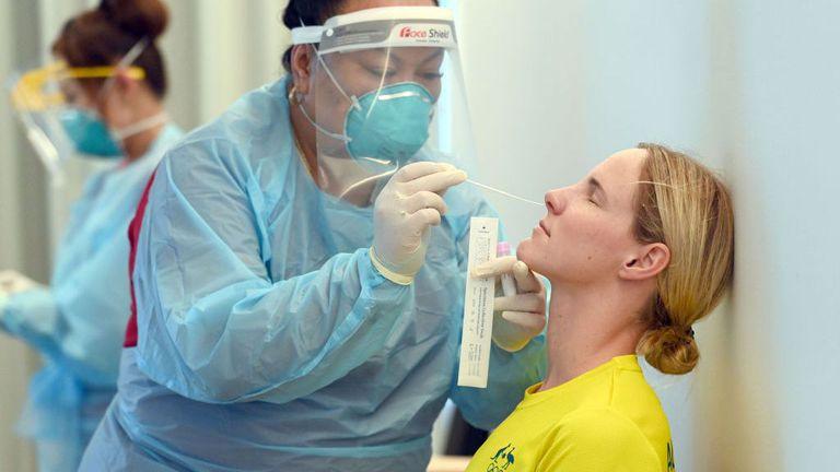 Организаторите на Олимпиадата в Токио се оплакаха от недостиг на тестове за коронавирус