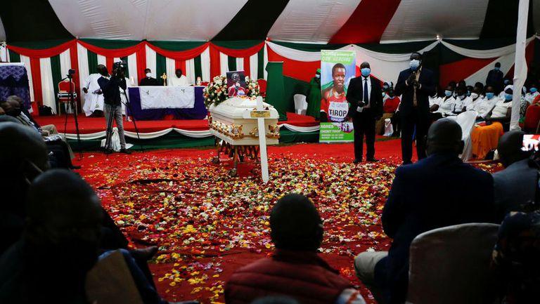 Убитата кенийска лекоатлетка Агнес Тироп беше погребана в родното си село