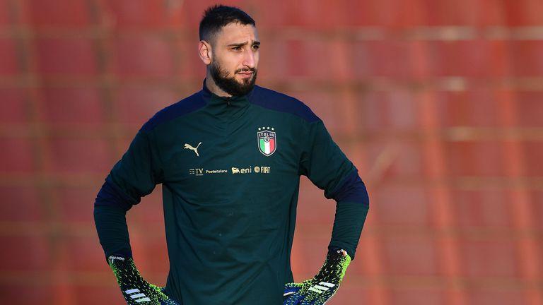 Милан увеличи предложението си към Донарума, но се оглежда и за заместници