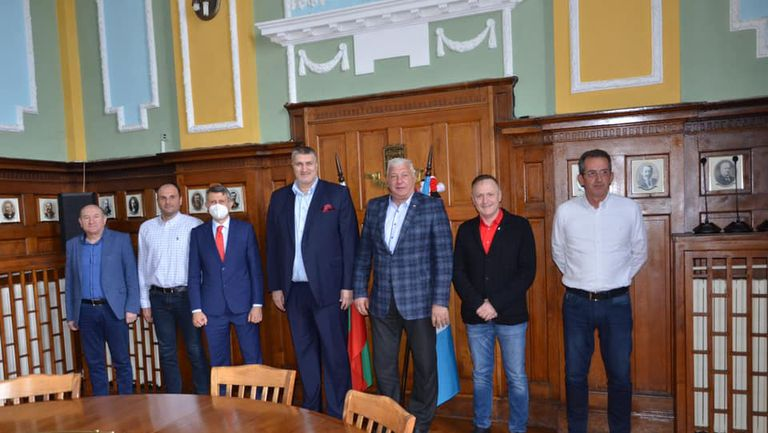 Здравко Димитров и Любо Ганев обсъдиха Европейското по волейбол в Пловдив