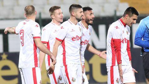 Екшън в Петрич развали драма с шест гола, фенове налагаха играчи на Балкан (видео)