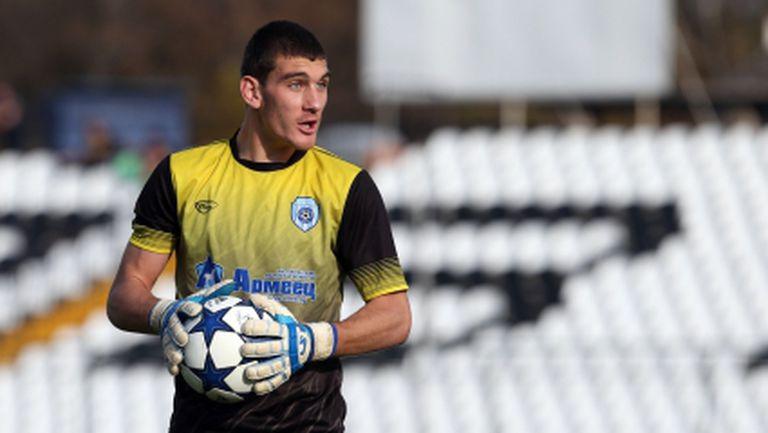 Черно море поиска 6-месечно наказание за футболист на Берое
