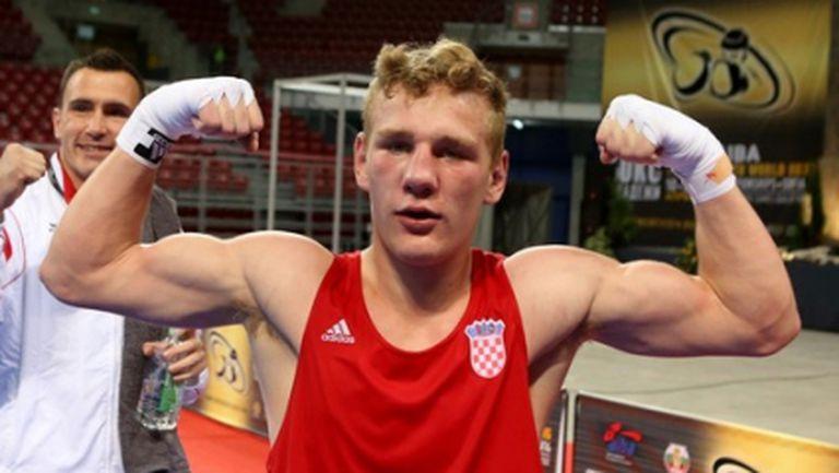 Млад хърватски боксьор преби съдия на европейското (видео)