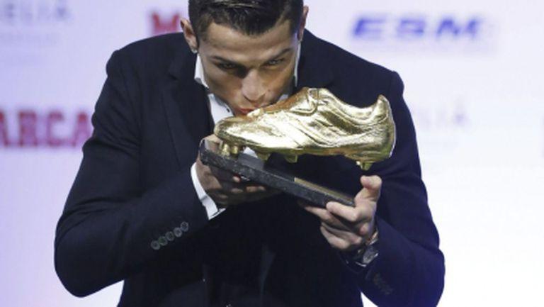 """Кристиано целуна """"Златната обувка"""" и отсече: Ще се опитам да стана най-великият (галерия)"""