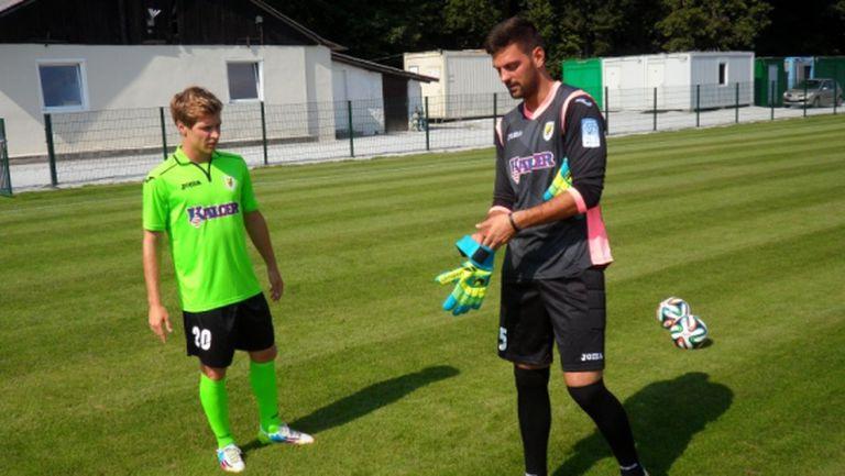 Словенски вратар реши да се прави на Нойер и... получи червен картон (видео)