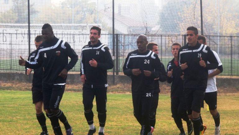 20 футболисти попаднаха в групата на Локо (Пд) за мача със Славия