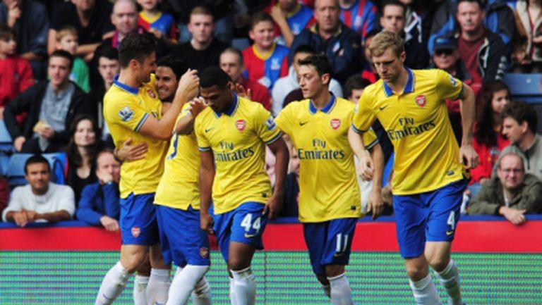 """Арсенал се укрепи на върха, след като десетима """"артилеристи"""" пречупиха Кристъл Палас (видео)"""