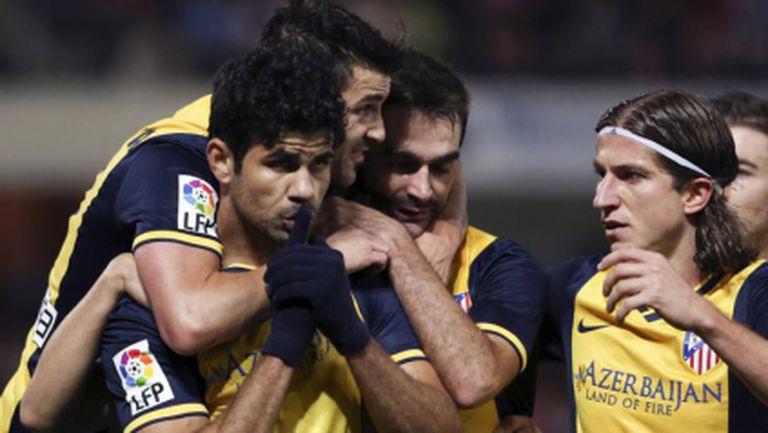 Атлетико отново се залепи за Барса (видео)