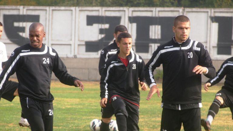 Двама 16-годишни футболисти в групата на Локо Пд за гостуването на Берое