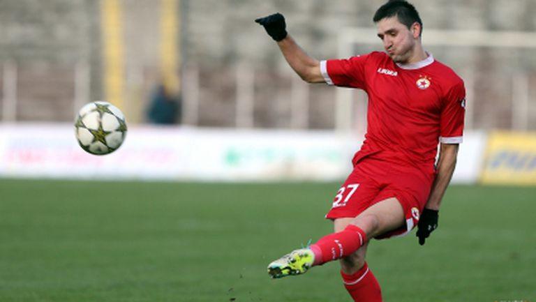 Защитник на ЦСКА с контузия в коляното