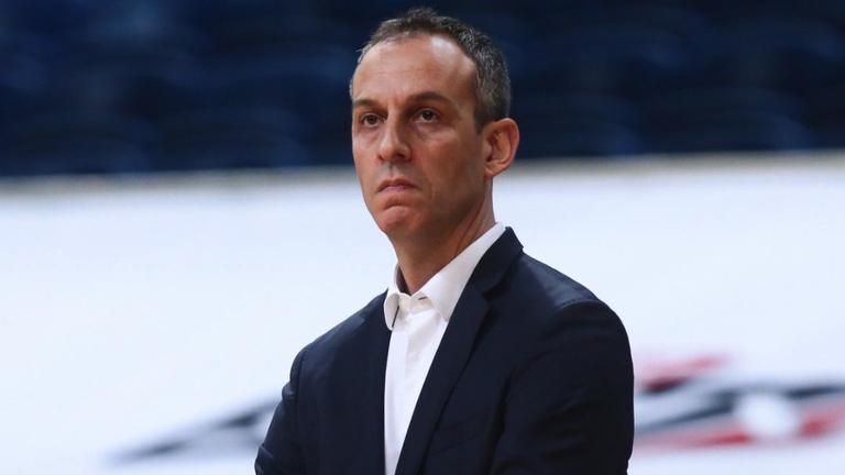Панатинайкос остана без треньор