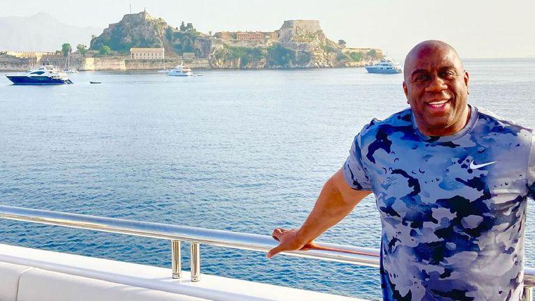 Легенда на Лейкърс избяга в Гърция