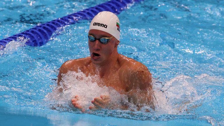 Страхотно плуване на Епитропов с рекорд и олимпийски полуфинал на 200 метра бруст