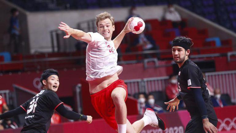 Дания започна с гръмка победа защитата на титлата си в Токио